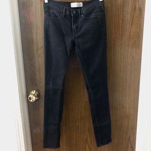 • Abercrombie & Fitch Black Skinny Jeans •